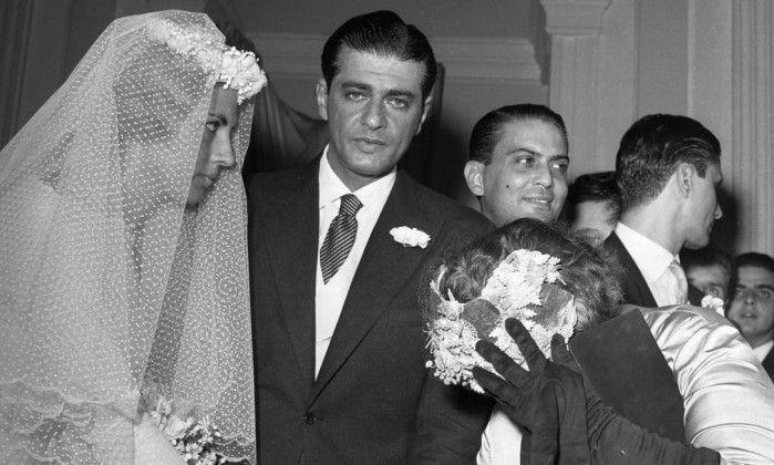 """Mas seu maior legado foi o fraque curto, que ele apresentou ao público em 1958, no casamento do colunista Ibrahim Sued. """"De Cicco convenceu o colunista de que a novidade destacaria o noivo diante de seus padrinhos, que estariam trajando o fraque usual. O colunista aceitou de imediato, sugerindo apenas alguns ajustes na medida."""