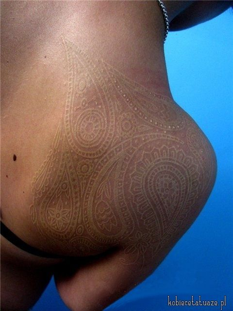 "White ""henna"" shoulder tattoo"