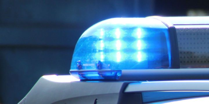 In Gütersloh im deutschen Bundesland Nordrhein-Westfalen ist ein offen schwuler Mann eigenen Angaben zufolge zum Opfer einer homophoben Attacke geworden: Wie er berichtet, wurde er von mehreren Personen mit Eiern und Steinen beworfen, wie durch ein Wunder blieb der 42-Jährige unverletzt. Die Täter dürften schon mehrere Opfer misshandelt haben – doch keiner von ihnen hat …