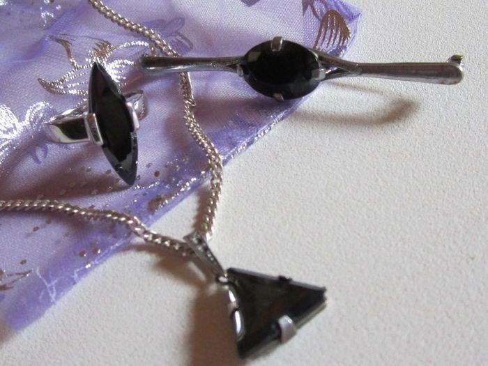 Online veilinghuis Catawiki: Halsketting met hanger in zilver en onyx - zilver en zwarte onyx ring - broche in zilver en onyx