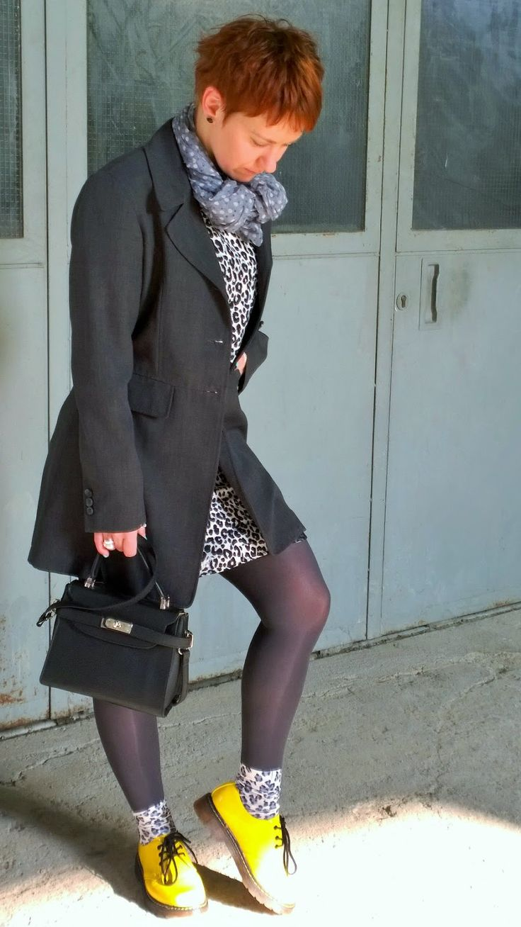 Daytime outfit made up of a leo print dress, a long grey blazer, grey tights, leopard animal print socks and yellow shoes || The Grey Clouded Leopard has Green Nails | Funky Jungle Fashion Blog