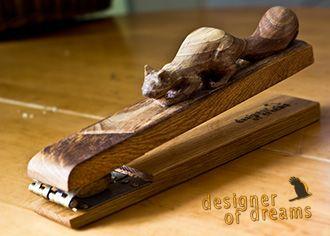 polandhandmade.pl #polandhandmade #rzeźba  Wiewiórka wyrzeźbiona jako dziadek do orzechów - rozłupie każdy orzech :)