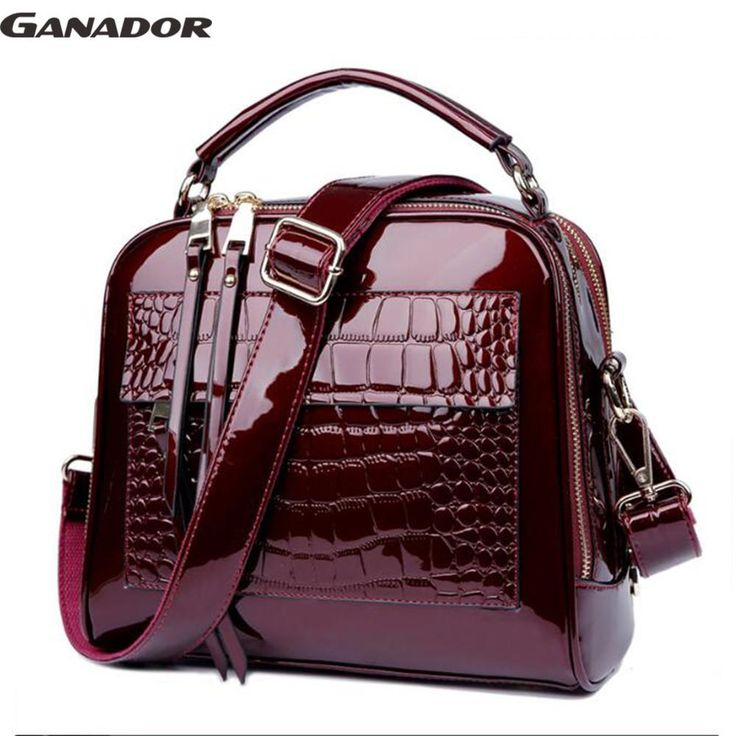 Luxurious Leathery Handbag with crocodile pattern features
