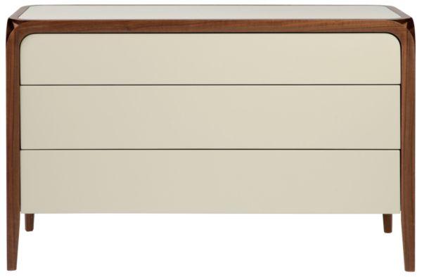 Размер (Ш*В*Г): 120*75*50 Простой неброский силуэт этого комода щедро компенсирован оригинальными деталями. Отделка цвета слоновой кости великолепна сама по себе, а в сочетании с деревянным обрамлением необычной формы не оставляет сомнения: это произведение высокого дизайна. Дополните композицию столом или стеллажом из коллекции Edge и Ваш интерьер засияет элегантным благородством.             Материал: Дерево.              Бренд: MHLIVING.              Стили: Скандинавский и минимализм…