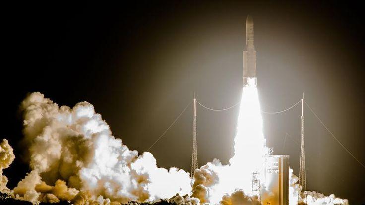 MISSION RÉUSSIE. Pour la 69ème fois, la fusée Ariane 5 a lancé avec succès deux satellites de télécommunications, l'un saoudien et l'autre indien depuis le centre spatial de Kourou, en Guyane française. Le premier des satellites fournira des services de radiodiffusion, de haut-débit et de télécommunications sur le Moyen-Orient, l'Afrique et l'Asie centrale. Le second offrira des services de télécommunications et des services dédiés à l'aide à la navigation et aux services d'urgence pour…