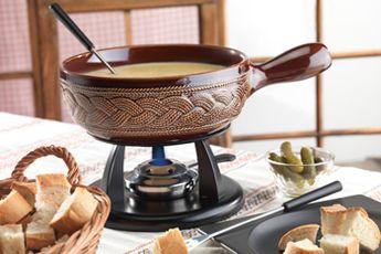 kaltenbach – Geselligkeit und Genuss perfekt kombiniert! Ob aus den Bereichen Kochen am Tisch, Küche oder Backen: kaltenbach steht für Qualität und Design, garantiert ein Koch- und Esserlebnis, das Spass macht.  #fondue#raclettegrill#racletteofen#fonduecaquelon#fonduebourguignonne#rechauds#kaesefondue#braeter#dessert#retroteigschüssel#kochrezepte#schweizer#kaesefondue#swisscultur#swissfood  www.wohn-punkt.ch