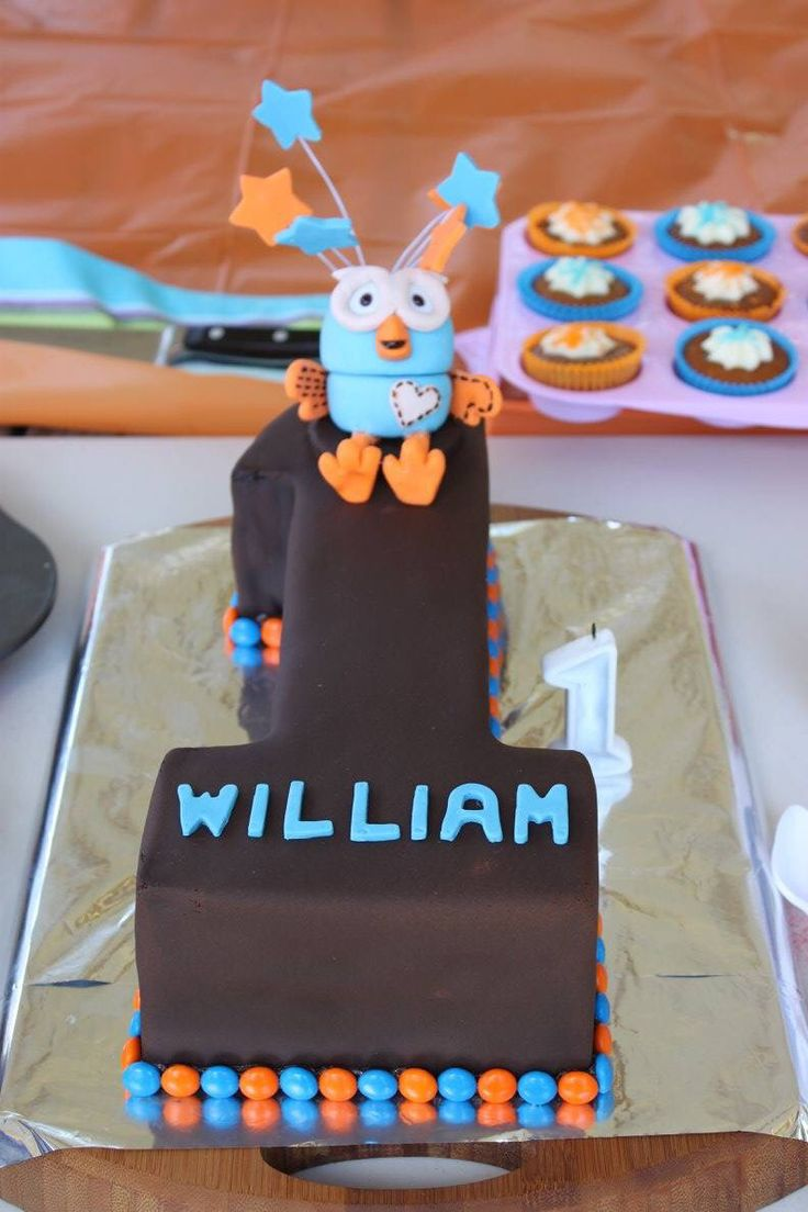 First birthday giggle and hoot cake