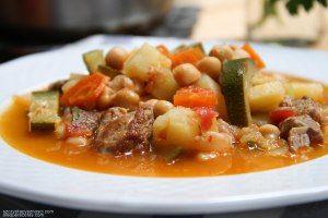 Potaje de cordero con garbanzos y calabacín; Lamb stew with chickpeas and zucchini