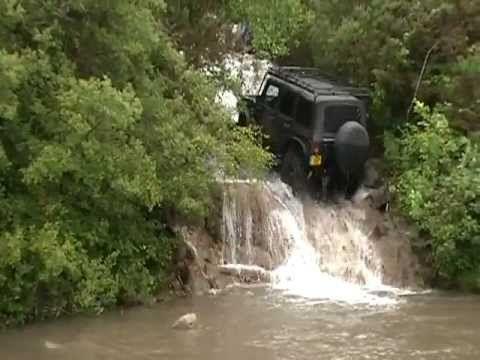 ▶ Jeep JK Drives up waterfall