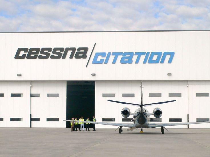 Puertas correderas especiales para hangares instaladas en Cessna Citation. 67,995 metros de ancho por 8,650 de alto. #AngelMir #puertaseccionales #puertas #doors