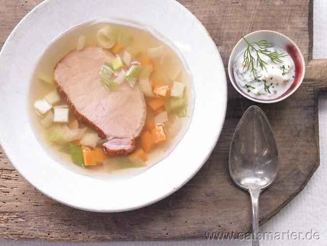 Der Landküche abgeguckt: tolles Essen für warme Tage, einfach vorzubereiten: Tellersülze mit Kassler und Joghurt-Remoulade - smarter - Kalorien: 160 Kcal | Zeit: 40 min. #german #recipe