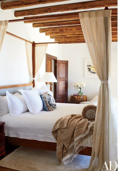 Casa Del Bianco bed linens dress the master bedroom's Carden Cunietti–designed four­poster | archdigest.com