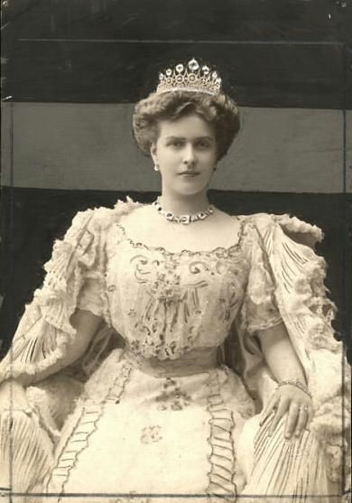 ALICE OF BATTENBURG MARRIED ANDREW OF GREECE. Princess Alice of Battenberg, later Princess Andrew of Greece and Denmark (Victoria Alice Elizabeth Julia Marie; 25 February 1885 – 5 December 1969), was the mother of Prince Philip, Duke of Edinburgh, and mother-in-law of Queen Elizabeth II. A great-granddaughter of Queen Victoria, she grew up in Germany, England and the Mediterranean. She was congenitally deaf.