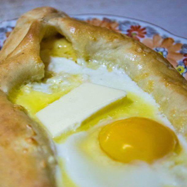 Chaczapuri Adzarskie Latwy I Tradycyjny Przepis Na Gruzinskie Danie Recipe Food Fast Food Breakfast