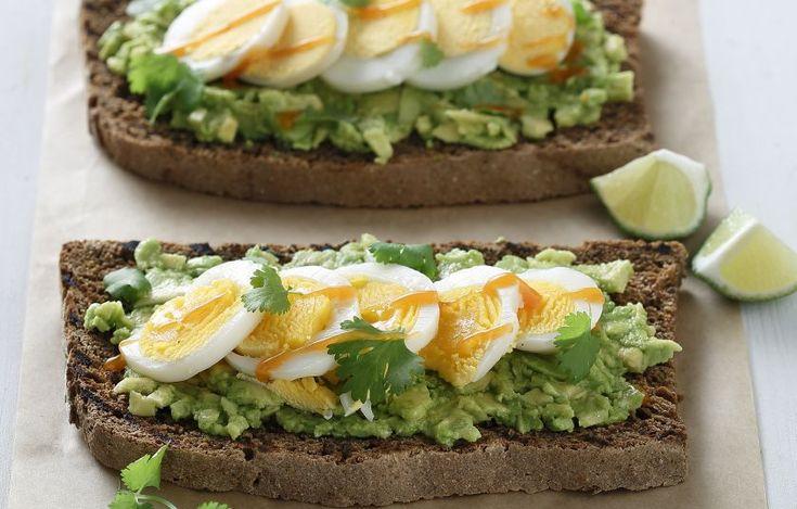 Η καυτερή τσίλι σος απογειώνει το σάντουιτς αυτό. Σου έχουμε και την σπιτική εναλλακτική της για να ετοιμάσεις τη δική σου.