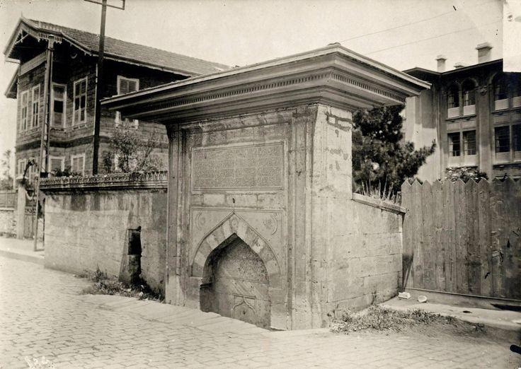 İstanbul, Çapa'da tramvay yolu üzerinde bulunan bu çeşme günümüze ulaşamamıştır.