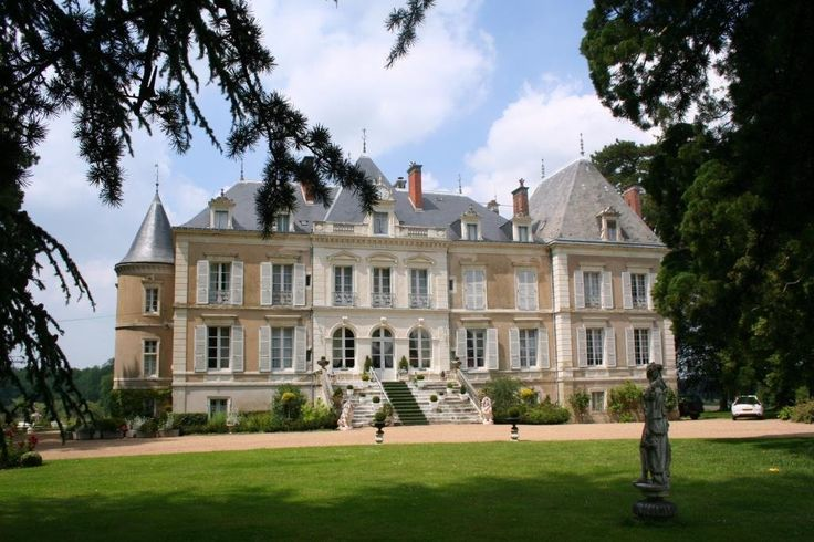 Tres Beau Chateau A Vendre En Touraine. (MD2542378) -  #Castle for Sale in Tours, Centre, France - #Tours, #Centre, #France. More Properties on www.mondinion.com.