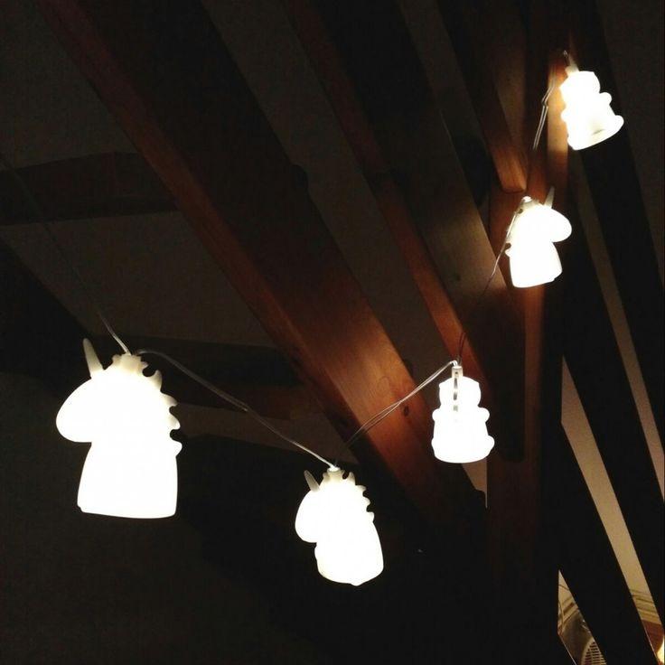 Die Einhorn-Lichterkette als sagenhafte Deko-Idee für Mädchen-Zimmer und Frauen-Zimmer mit Hang zu Märchen & Magie.