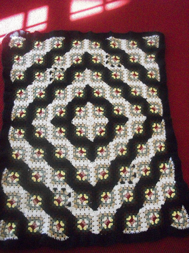Lisa's Log Cabin Quilt crocheted granny square. Freaking beautiful!