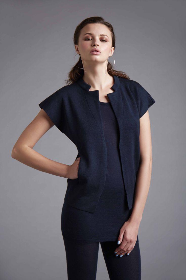 Sleeveless knit fabric jacket