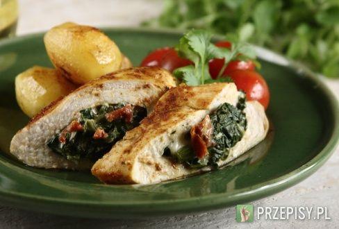 Pierś z kurczaka faszerowana kremowym szpinakiem z mozzarellą - przepis z portalu przepisy.pl