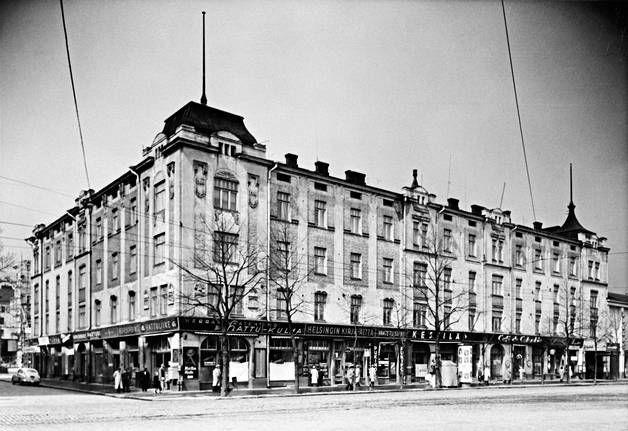 Siltasaarenkadun ja Paasivuorenkadun kulma näytti tälläiselta 1955 vähän ennen kuin se purettiin.