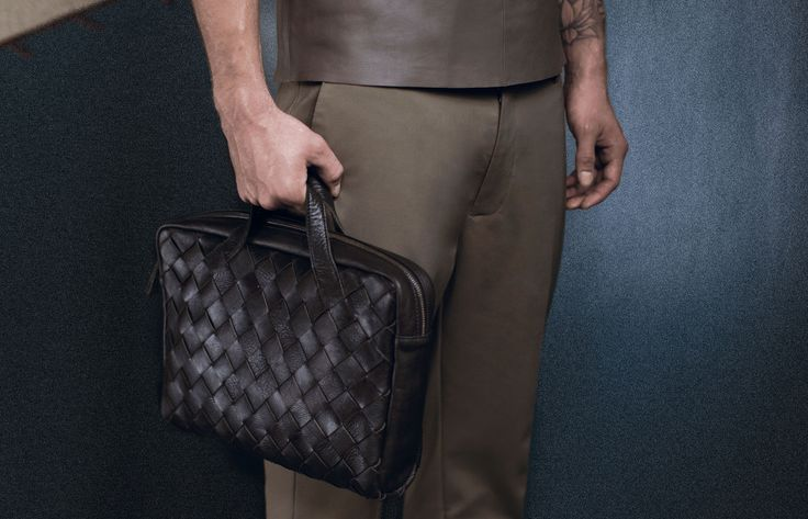 TAIKA Woven Style laptop bag from LUMI SS17 collection. TAIKA is made of certified vegetable tanned, chrome-free leather. Only natural dyes are used during the tanning process.
