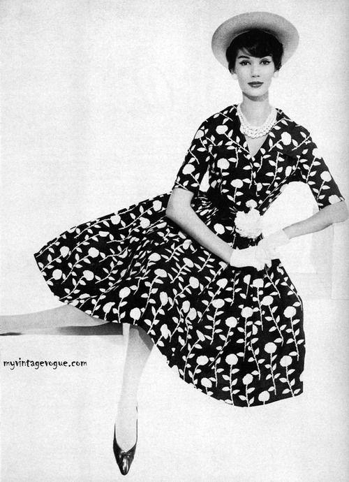vintage vogue 1950s board 6 pinterest shirtwaist dress black 1950 Style Nightgowns vintage vogue 1950s board 6 pinterest shirtwaist dress black clutch and love the