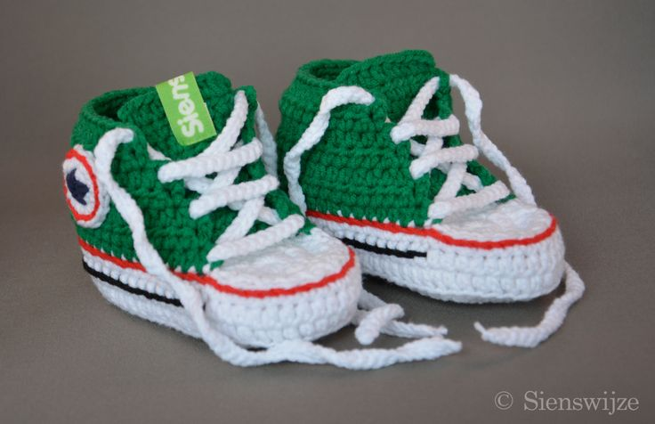 Groene baby Converse sneakers, Gehaakte baby slofjes, Handgemaakte baby schoentjes,  3-9 mnd door Sienswijze op Etsy