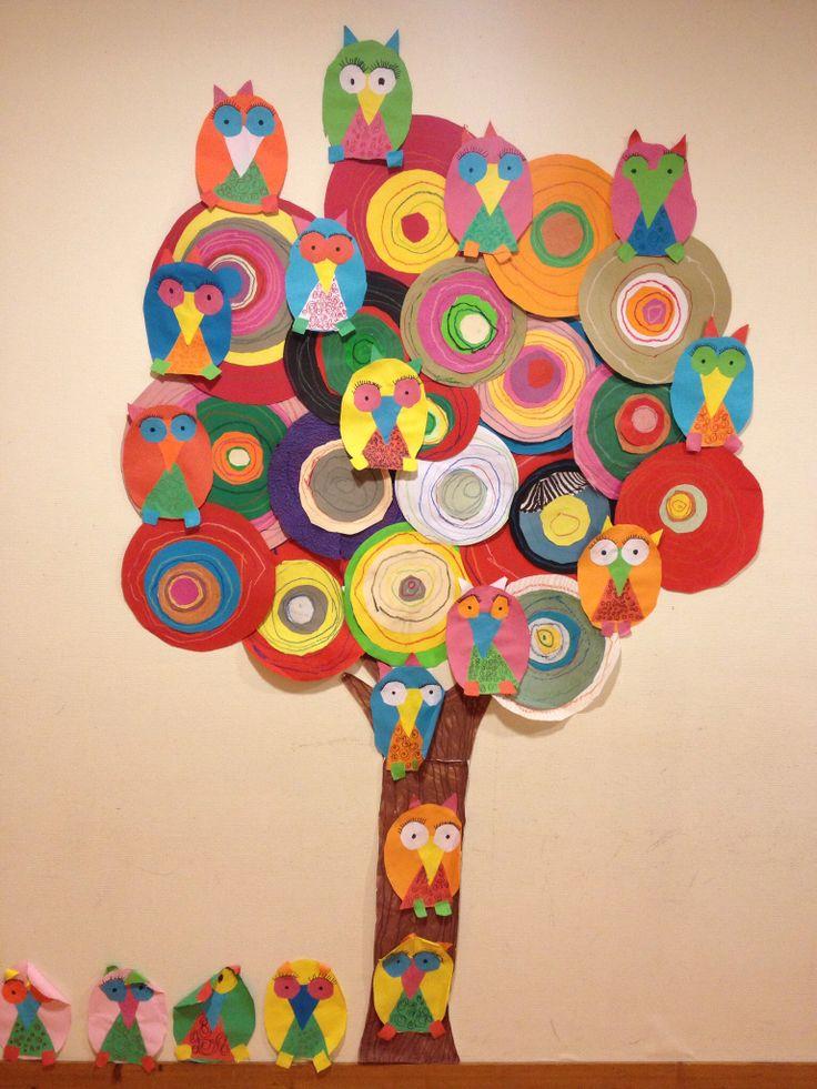 """Arbre inspiré du tableau de Hundertwasser """"Man find in Zahala"""" fait par des GS - graphisme : le rond - avec quelques hiboux perchés dessus (nommer et tracer des formes avec gabarit : ovale, triangle, rond,carré)"""