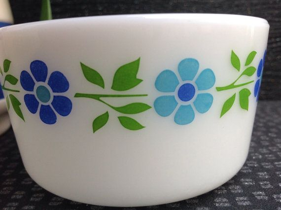 1963 Blueband Daisy Promotional Pyrex rare and by Onmykitchentable