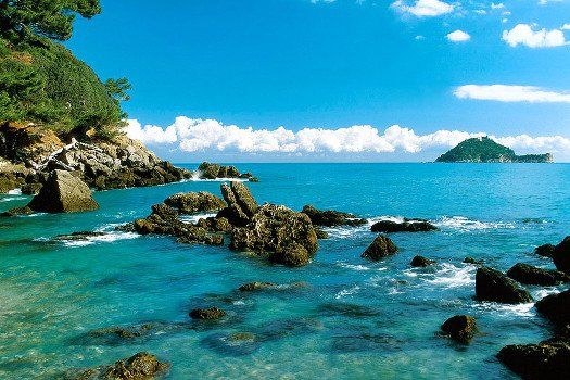 Noord-Italiaanse #kust, #Ligurie, #Italie. #zonvakantie #water #zee #strand #rotsen #travel #reizen #travelbird #europa