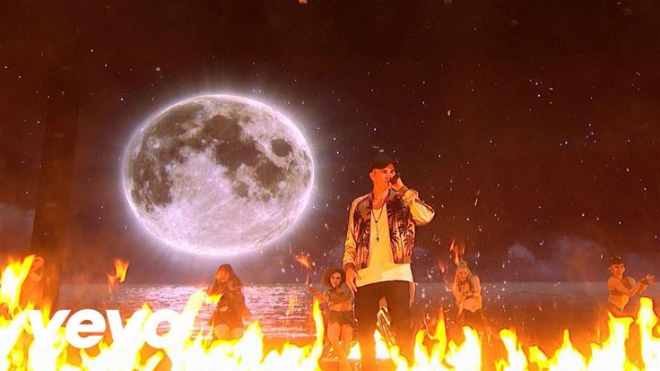 Justin Bieber - Love Yourself & Sorry - Live at The BRIT Awards 2016 || Love. Love. Love.