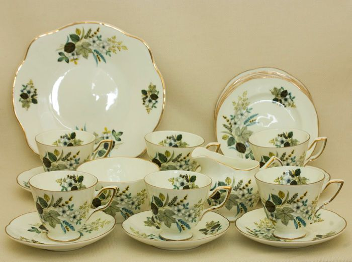 Currently at the #Catawiki auctions: Royal Tara China, 21 Piece Tea set