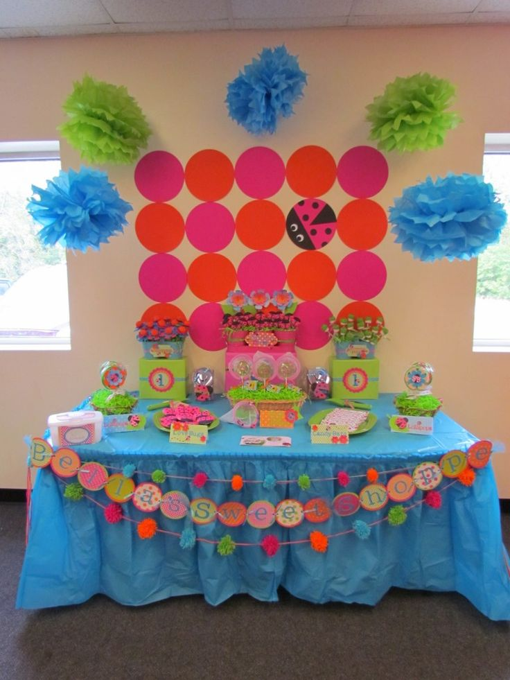 Love how the backdrop ties together the party theme. #birthday #party #ladybugs