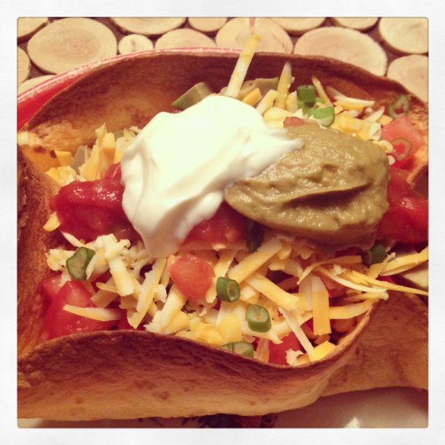 Repas rapide : salade mexicaine en bol de tortillas + la MEILLEURE guacamole en bonus