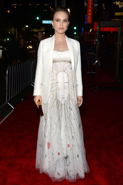 14 November Natalie Portman housed her baby bump in a printedgown and white blazer for the premiere of Jackie.