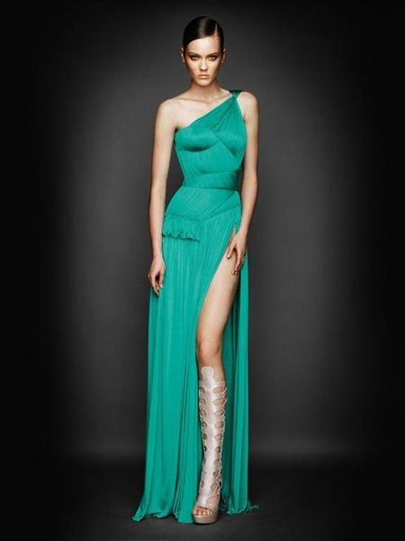 Платье с разрезом до бедра
