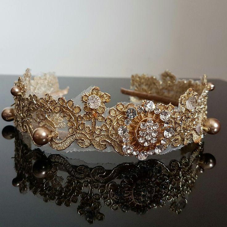 Ободок в виде короны из кружева