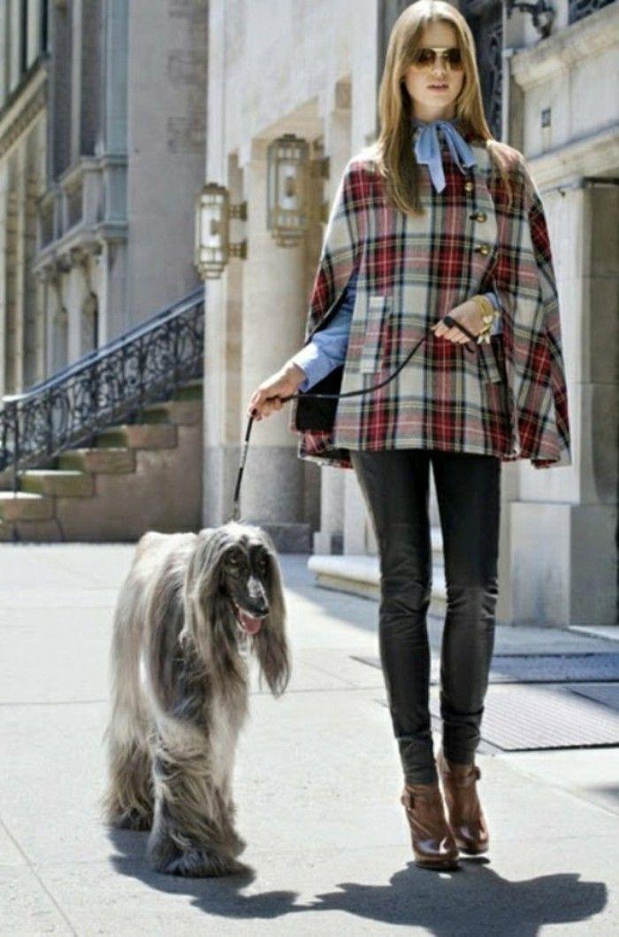 cape damen kariert frau mit Hund resized