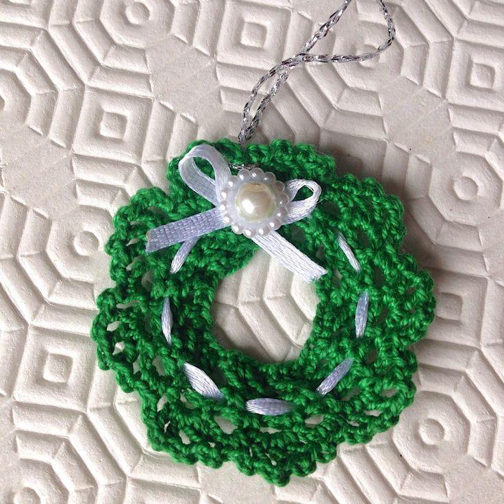 Ghirlanda natalizia chiudipacco decorazione fatta a mano all'uncinetto , by La piccola bottega della Creatività, 5,00 € su misshobby.com