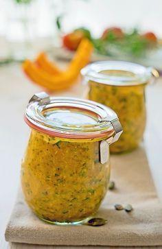 Ein Kürbis-Pesto passt nicht nur zur Pasta sehr gut, auch zu Kartoffeln schmeckt es hervorragend! Jetzt haben wir wieder Kürbi...