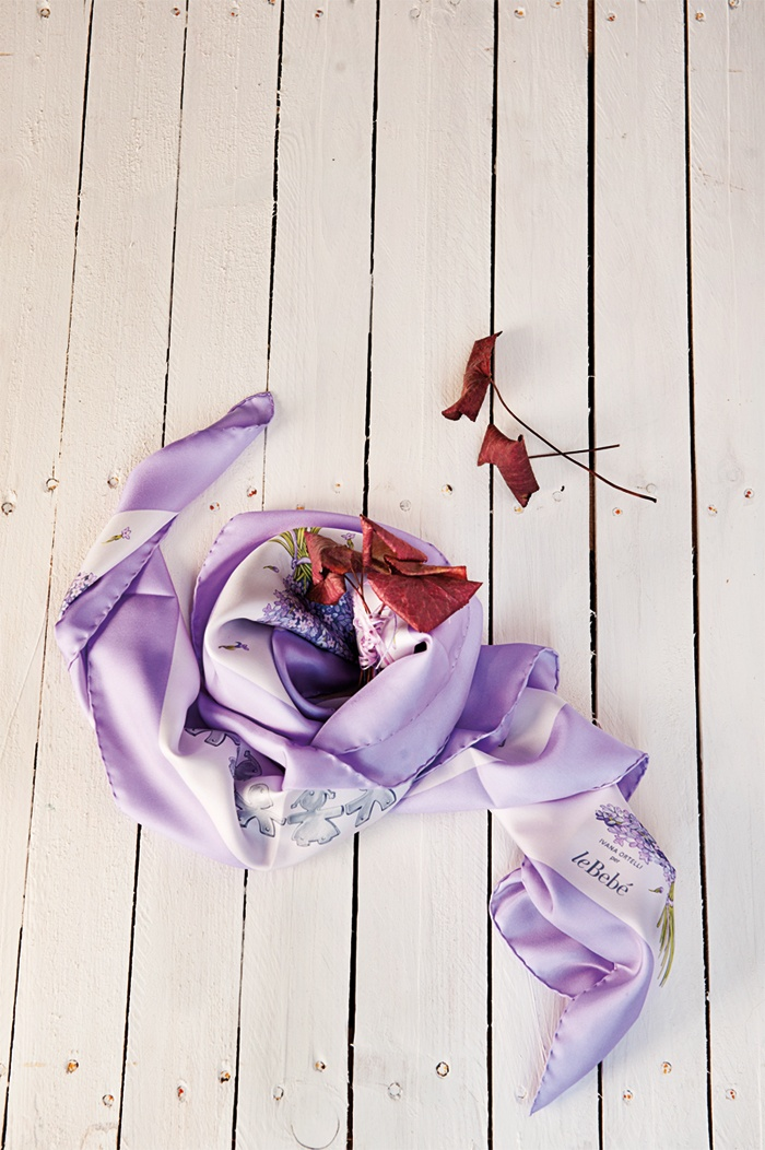 - Silky lilac foulard -  Limited edition, exclusively designed by Ivana Ortelli.  Print and hand-made hamming on entirely Italian twill silk fabric.