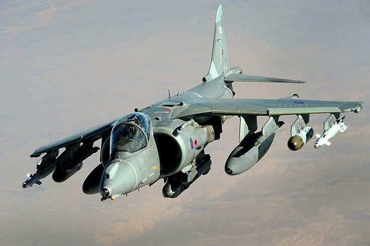 El Harrier,  o el Jump Jet, es un avión a reacción militar de diseño británico, capaz de realizar despegues y aterrizajes verticales cortos, mediante empuje vectorial.