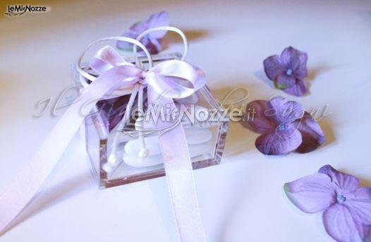 http://www.lemienozze.it/operatori-matrimonio/bomboniere/bomboniere-nozze-monza/media  Scatoline porta confetti lilla da abbinare alle bomboniere del matrimonio