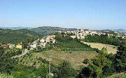 Disteso da sud-est a nord-ovest lungo il crinale di un colle, l'abitato di #Mombaroccio si presenta interamente circondato da robuste mura scarpate erette a protezione dell'antico 'castello'. http://www.turismo.pesarourbino.it/…/comuni/mombaroccio.html http://it.wikipedia.org/wiki/Mombaroccio
