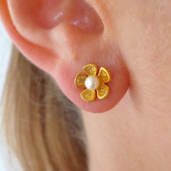 Hey, I found this really awesome Etsy listing at https://www.etsy.com/listing/270891204/flower-pearl-earrings-flower-studs-pearl