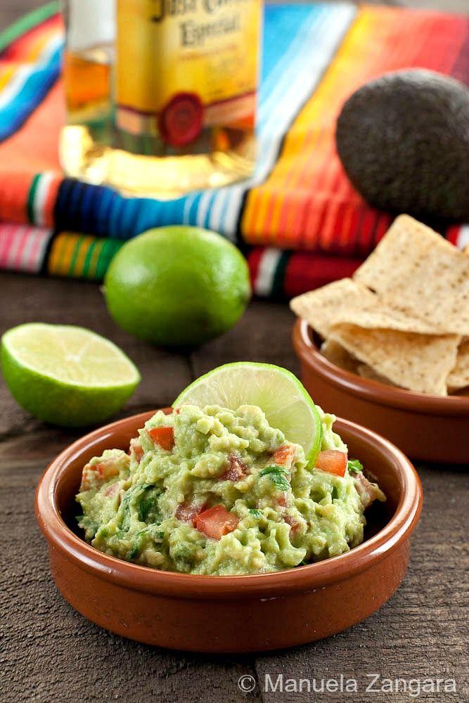 El guacamole es una salsa propia de México creada por los aztecas, preparada a base de aguacate.