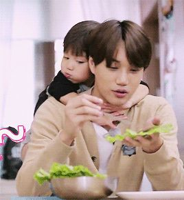 I know this isn't BTS, it's EXO, but the baby is so cute on him