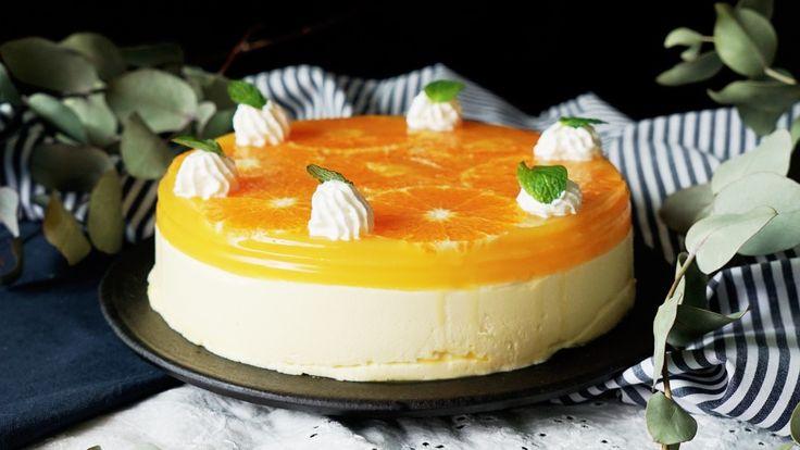 ビデオ指示付きレシピ: オレンジの断面が可愛いムースケーキ♡ふわふわのムースと、爽やかなオレンジが相性バツグン! 材料: みかん 3個 , 生クリーム 適量, ミント 少々, 《オレンジゼリー》, オレンジジュース 150cc, 砂糖 10g, ゼラチン 5g, 《オレンジムース》, オレンジジュース 300cc, 砂糖 50g, レモン汁 大さじ1, メレンゲ 卵1個分, 生クリーム  200cc, ゼラチン 10g